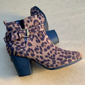 Time and Tru Women Ankle Strap Leopard Print Boots
